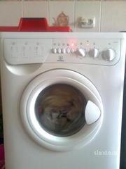 Продам стиральную машину Indesit w105tx